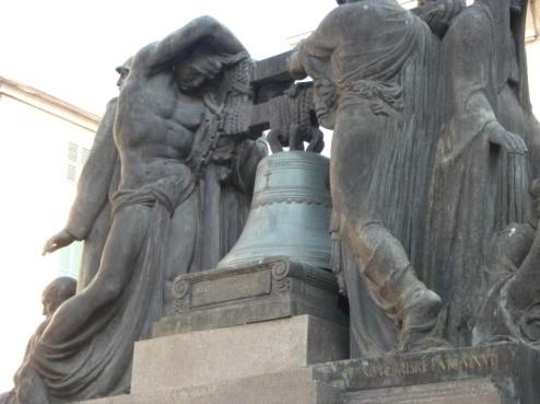 tecnica Savona, monumento in piazza Mameli